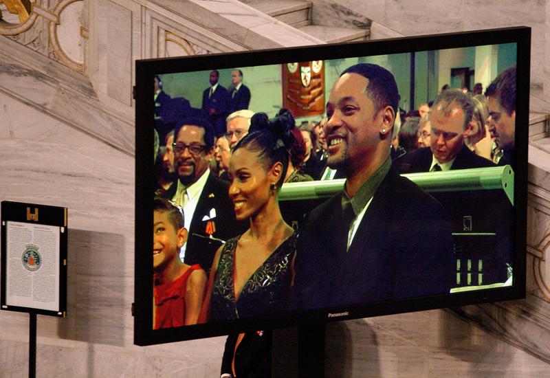 Jada Pinkett Smith, whose husband Will Smith wasn't nominated this year, says she will boycott the Oscars.